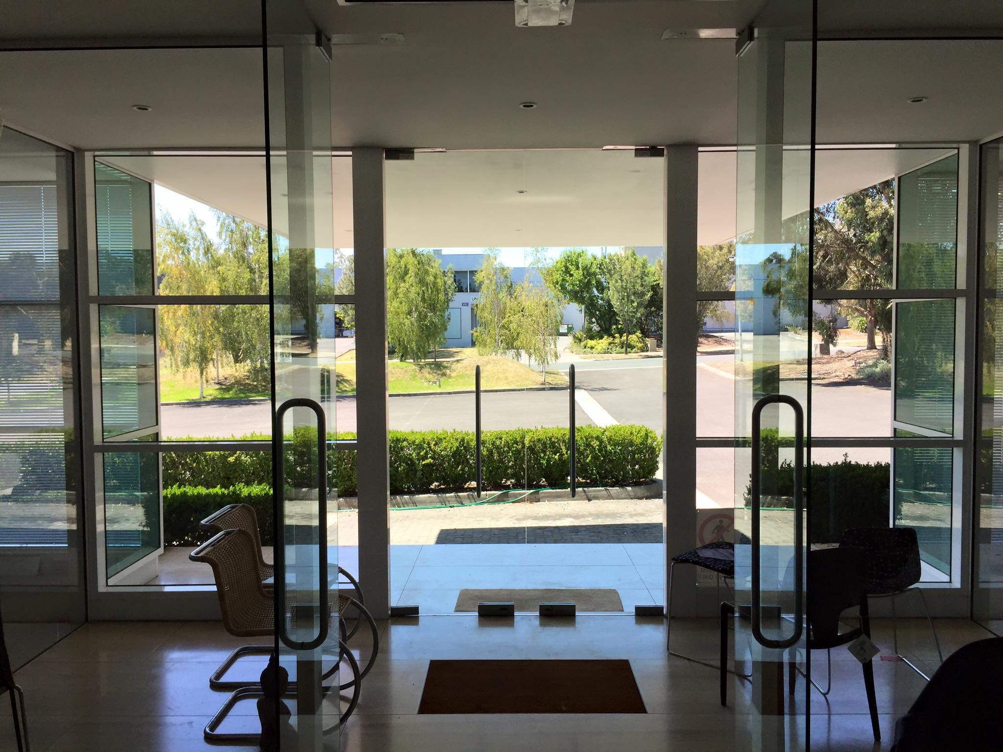 Melbourne, Yarra Valley commercial window cleaning Croydon